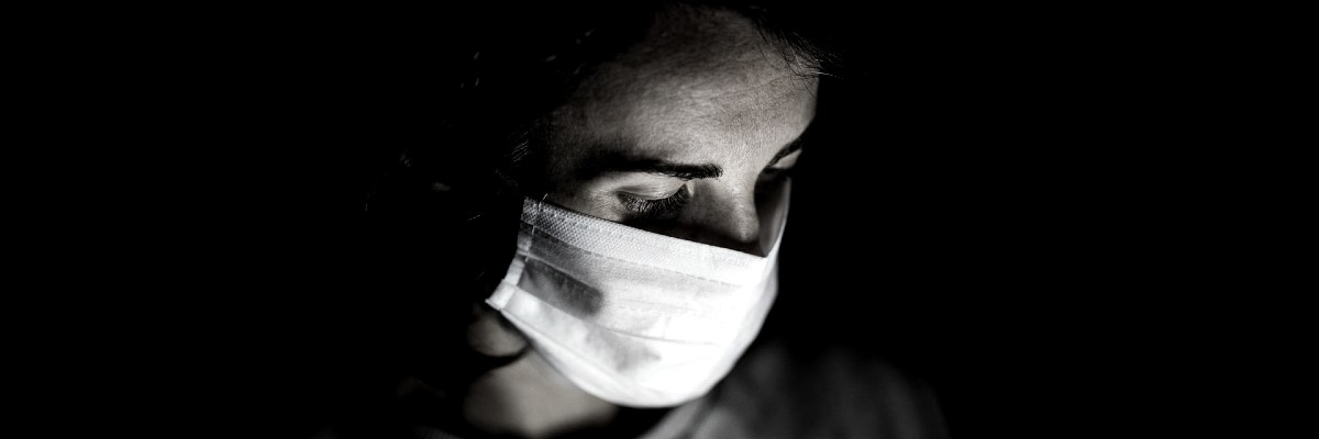 woman in a COVID-19 mask